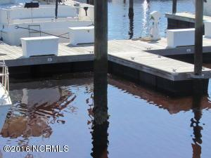Wet Slip 30' - Immediate Access to the Intracoastal Waterway