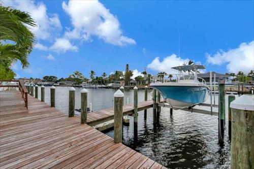 Boat Slip for Rent - Paradise Point Canal - West Palm Beach, Florida