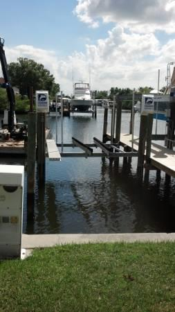 30' boat slip with lift for lease - Fort Myers Beach - Ft Myers, FL