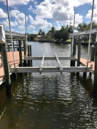 36' boat slip w/ lift for lease - Cape Coral - Ft Myers, FL