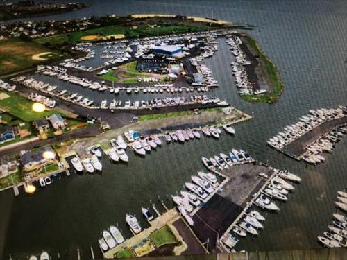 39' boat slip for rent - Anchorage Yacht Club - Lindenhurst, NY