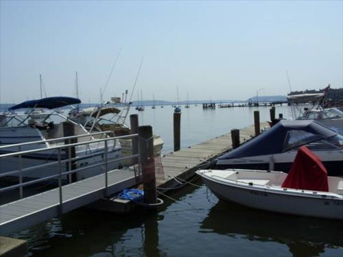 Up to 30' boat slips for rent - Nyack, NY