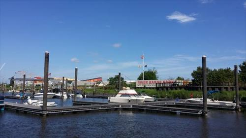 28' boat slip for rent - New River Barge Park Marina - Carlstadt, NJ