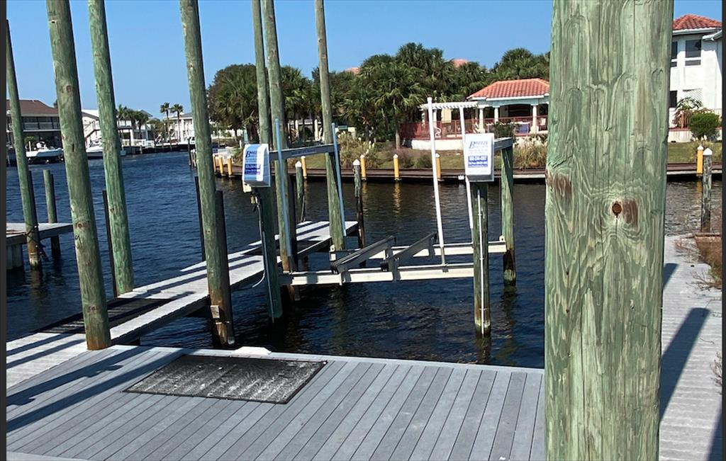 MOST CONVENIENT - Electric Lift deep water Boat Slip for rent - up to 30' - @ HOLIDAY ISLE