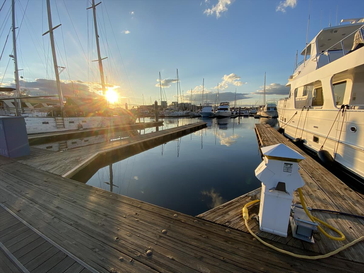 Lower rates for longer stays - Anchorage Marina <63' slip for rent, easy in and out